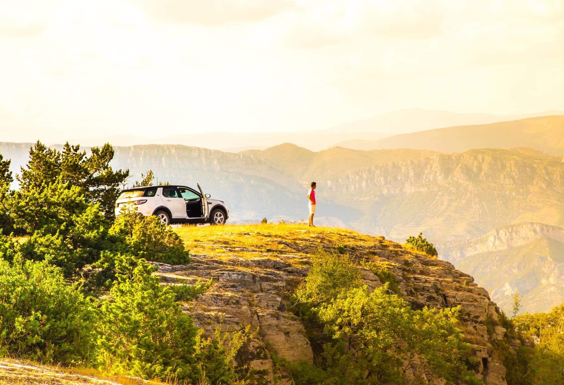 Wunderschöner Ausblick auf die Klippen während eines Roadtrips in Spanien.