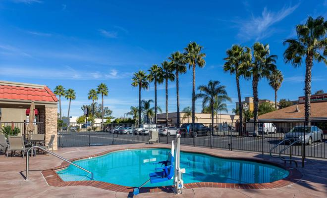 Howard Johnson Escondido CA
