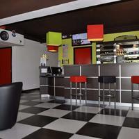 Kyriad Design Enzo Montlucon Bar