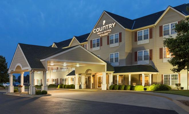 Country Inn & Suites By Carlson, Salina, KS