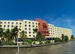 Ramada Belize City Princess Hotel - Belize Stadt - Gebäude