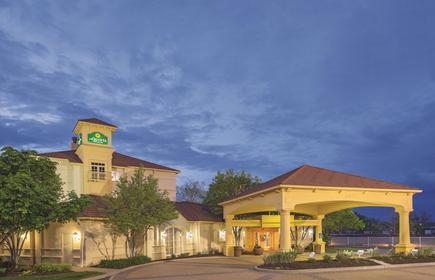 La Quinta Inn & Suites by Wyndham St. Louis Westport