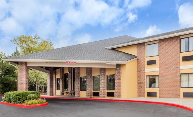 Baymont Inn and Suites Smyrna
