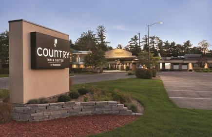 Country Inn & Suites by Radisson, Traverse City