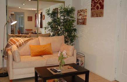Peaceful, Private & Secure Guest House /Apt In Sherman Oaks Foothills
