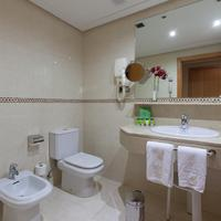 Hotel Silken Luis de León Bathroom