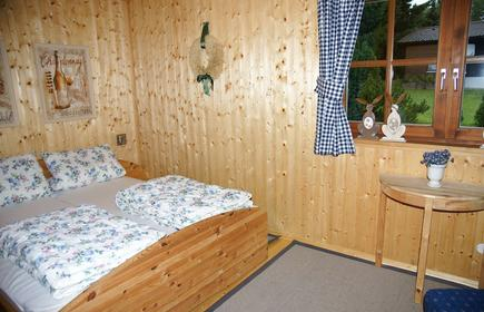 Cozy furnished vacation home w/fireplace on southern slope 600m above sea level