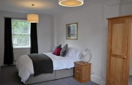 Luxury, space and great location at Hampton Court