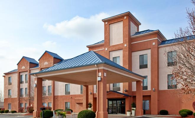 Holiday Inn Express Hotel & Suites Lansing-Leavenworth
