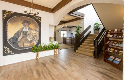 Econo Lodge Hacienda International