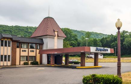Days Inn by Wyndham Berlin Meriden