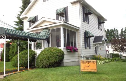 Maple Tourist Home Bed & Breakfast