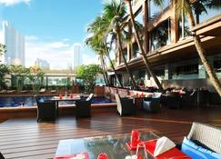 Ramada Plaza by Wyndham Bangkok Menam Riverside - Bangkok - Innenhof