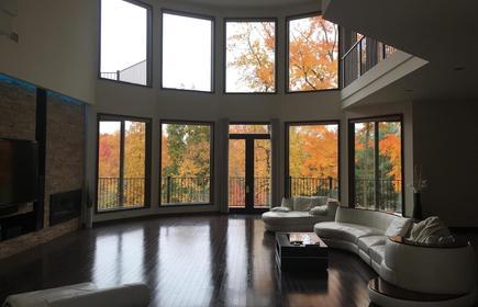 Modern Mansion, Near New York City, Shopping, Restaurants, and Activities!