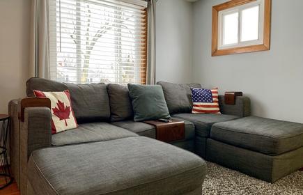 Cozy 2 Bedroom, 1 Bath 70inch Tv Upstairs Apartment In North Buffalo