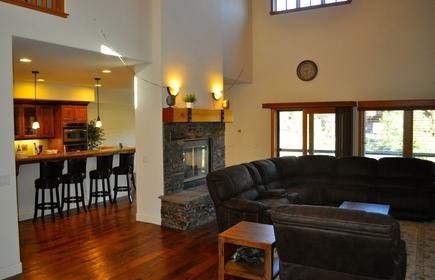 Luxury 4 Br 3.5 Bt home close to Northstar, Squaw, Lake Tahoe and Truckee Town