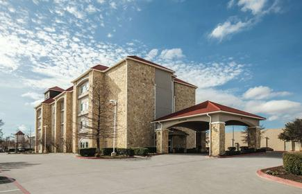 La Quinta Inn & Suites by Wyndham Mansfield TX