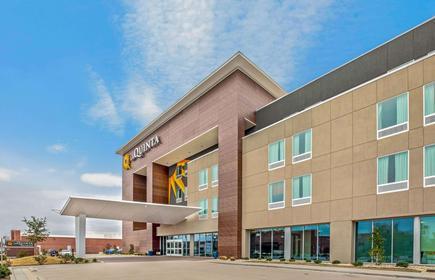 La Quinta Inn & Suites by Wyndham Waco Downtown - Baylor