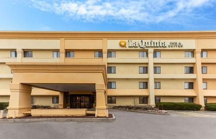 La Quinta Inn & Suites by Wyndham Chicago Gurnee