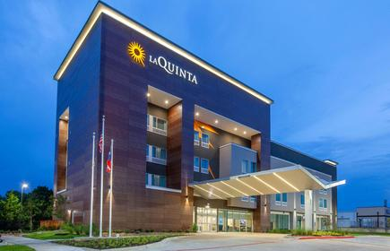 La Quinta Inn & Suites by Wyndham Dallas Duncanville