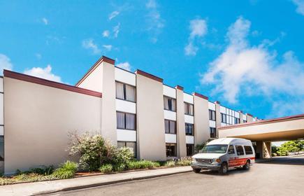 Ramada by Wyndham Lansing Hotel & Conference Center