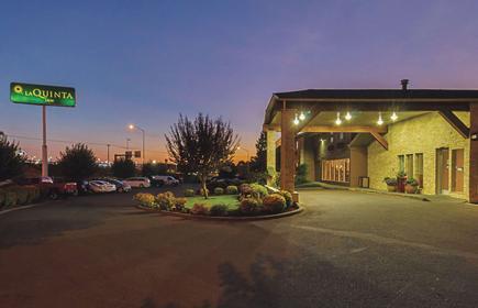 La Quinta Inn & Suites by Wyndham Woodburn