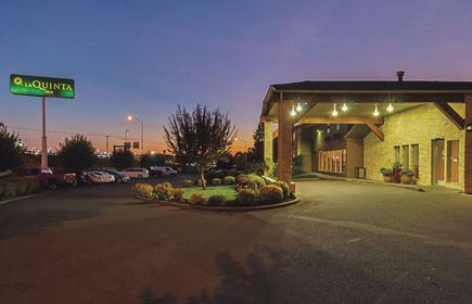 La Quinta Inn & Suites by Wyndham Woodburn