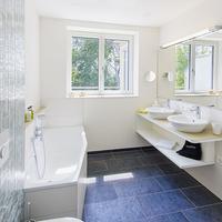 Taome Feng Shui Stadthotel Breisgau Bathroom