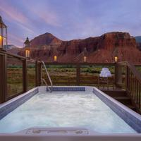 Capitol Reef Resort Outdoor Spa Tub