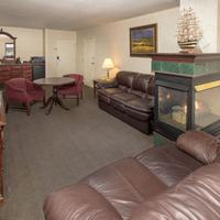 Cliffbreakers Hotel & Conference Center Guestroom