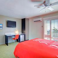 Sea View Inn at the Beach Guestroom