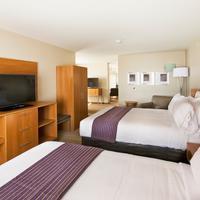 Holiday Inn Express & Suites Hot Springs Guestroom