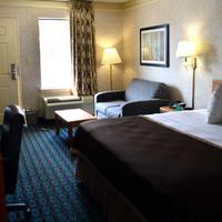 Deluxe Inn Fayetteville Guest room
