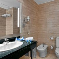 Exe Parc Del Valles Bathroom