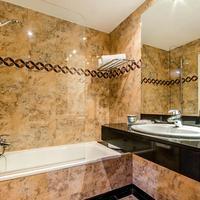Hotel Campus Bathroom