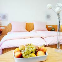 In-Side-Hotel Guestroom