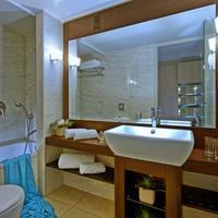 Sitia Beach City Resort & Spa Bathroom