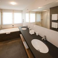 Hotel Royal Bathroom