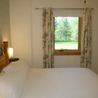 Canyon Ridge Lodge Room 2 - A lovely room with a Queen Size bed and a private en-suite bathroom.