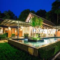 Tinidee Golf Resort at Phuket Interior Entrance