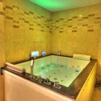 Six Seasons Hotel Indoor jacuzzi