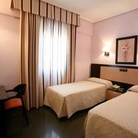 Hotel Zeus Guestroom