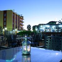 Hotel Zeus Outdoor Dining