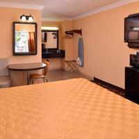Torch Lite Inn Guestroom