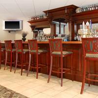 Comfort Suites University Hotel Bar