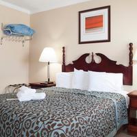 Boardwalk Hotel Charlee & Beach House Rentals Guestroom