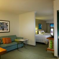 SpringHill Suites by Marriott Newark Liberty International Airport Guest room