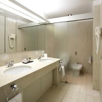 Hotel Solverde Spa & Wellness Center Hotel Solverde Spa & Wellness Center - bathroom