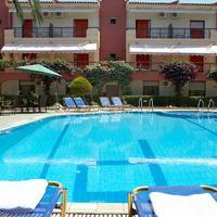 Pelli Hotel Outdoor Pool