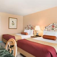 Days Inn Panama City Beach/Ocean Front Family Suite